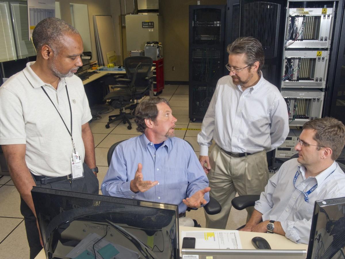 NASA'nın Space Launch System (SLS, Uzay Fırlatma Sistemi) üzerinde çalışan mühendisleri. Fotoğraf: NASA
