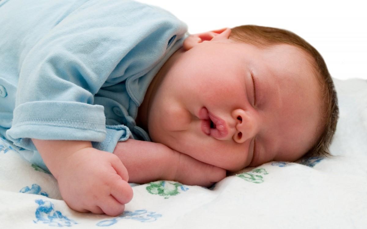 Uyuyan bir bebek...