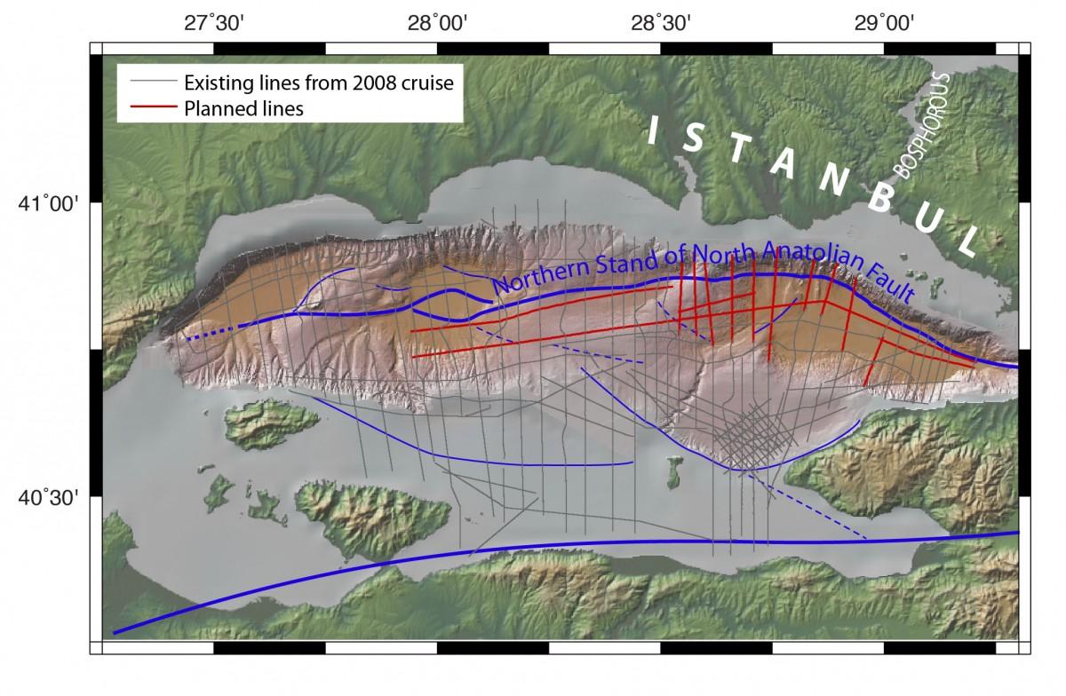 Haziran 2010'da Columbia Üniversitesi tarafından yapılan güncel sayılabilecek bir analiz sonucu...Fayın kuzeye doğru kıvrıldığına ve fay segmentlerinin uzandığı bölgelere dikkat ediniz.