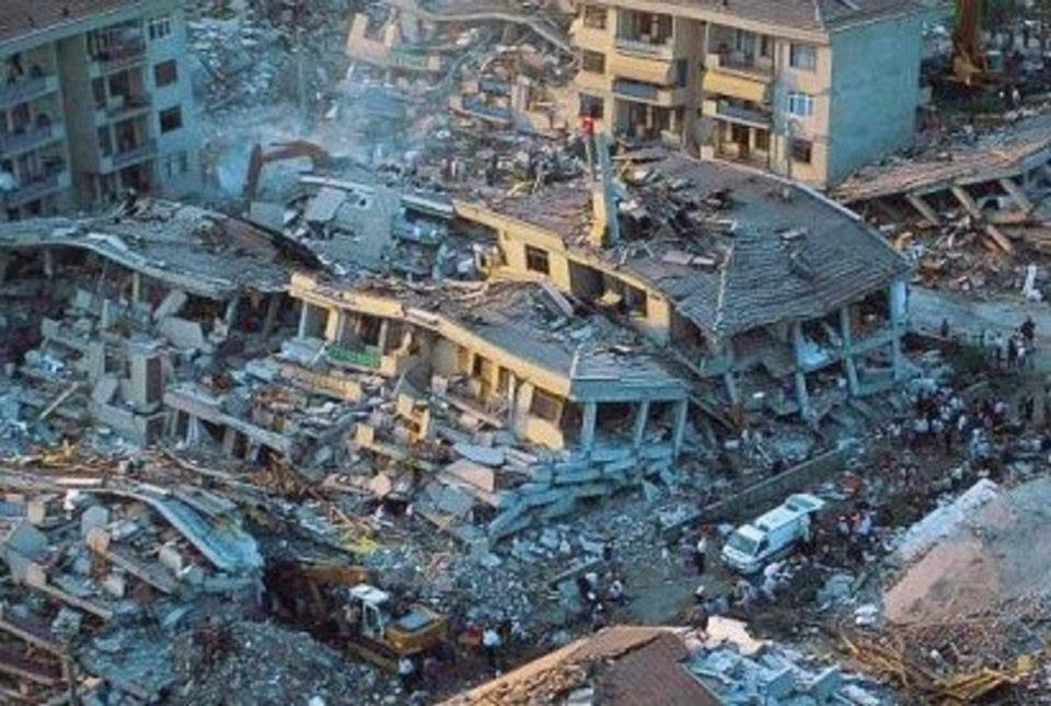 1999 depreminde zeminden çöken bina örnekleri...